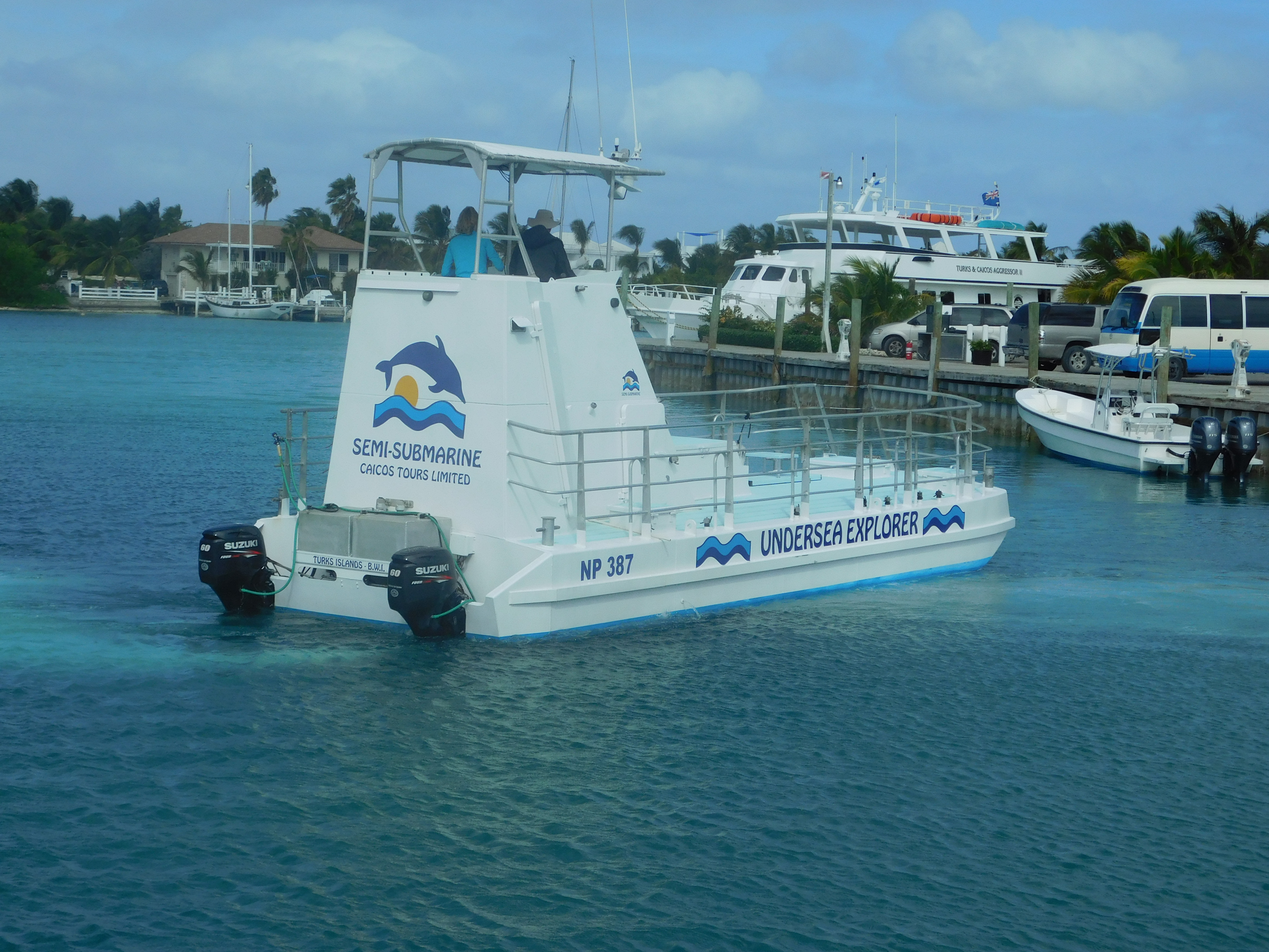 Semi-Submarine in Turks & Caicos - Island Guide. Excursion to see Coral Reef and Sea Turtles.